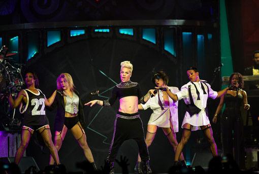 Recensie: P!nk toont Ziggo Dome haar spierballen (concert ...