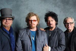 Het kon niet uitblijven: Toto covert Weezer