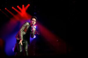Panic! At The Disco omarmt de kitsch in AFAS Live