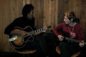 Jeangu Macrooy vs. Lucky Fonz III: troubadours in duet