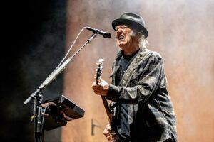 Neil Young laat de gitaar spreken in Amsterdam