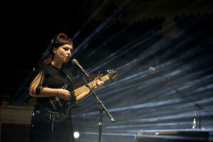 Angel Olsen is de hopeloos romantische protagoniste in Paradiso