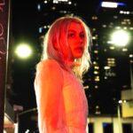 Phoebe Bridges maakt tournee door haar eigen huis