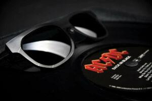 Winnen! Een bijzondere AC/DC-zonnebril van Vinylize