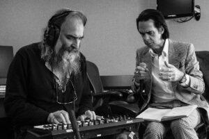Nick Cave en Warren Ellis spelen in Carré